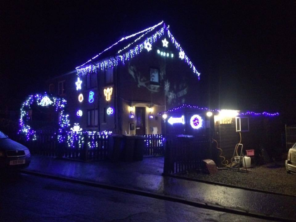 xmaslights_grant_robbie_dads_house_coupar_angus