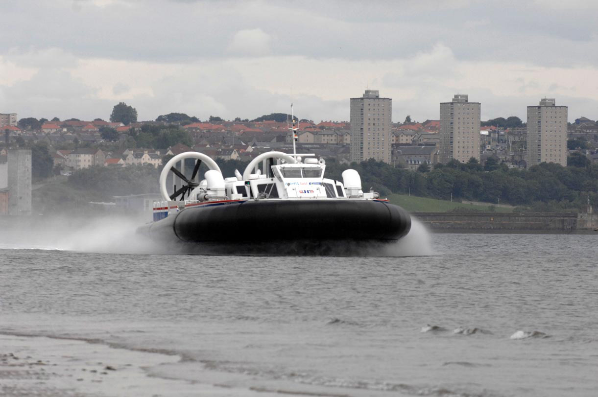 A hovercraft leaves Kirkcaldy during the 2007 trial
