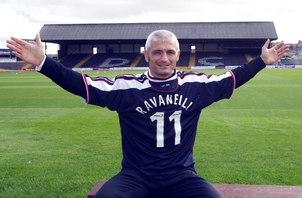 Fabrizio Ravanelli signs for Dundee.