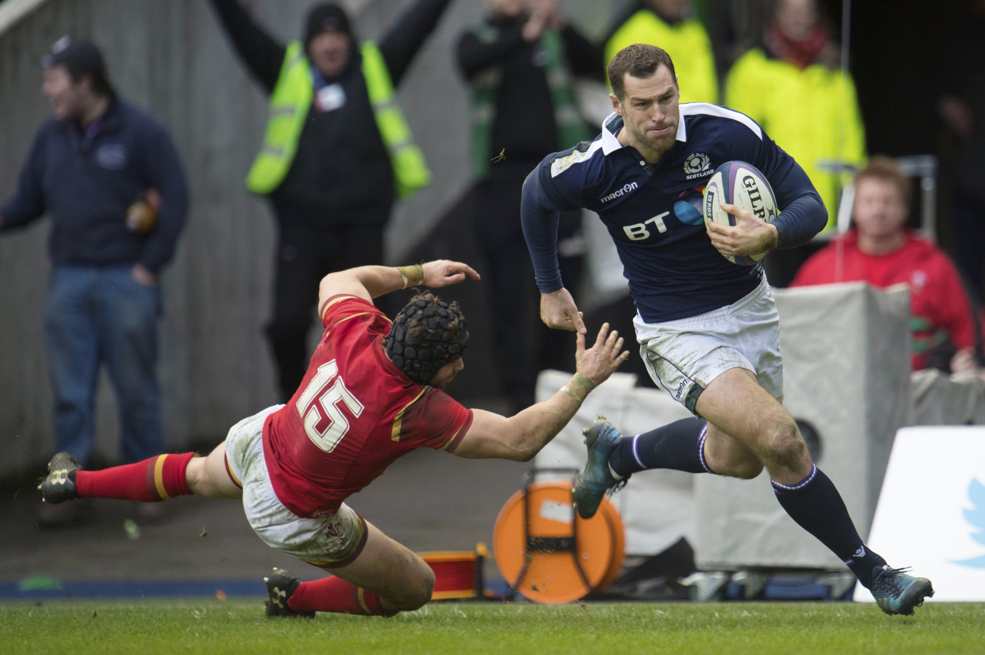 Tim Visser runs through to score the second try for Scotland against Wales.