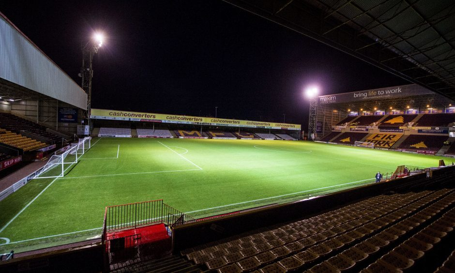 30/12/15 LADBROKES PREMIERSHIP   MOTHERWELL V ST JOHNSTONE (2-0)   FIR PARK MOTHERWELL   Despite a heavy rainfall throughout the day the Fir Park pitch looks good and the match goes ahead