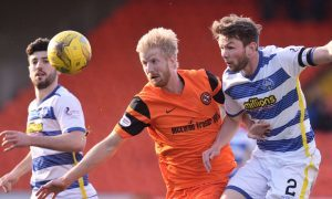 25/02/17 LADBROKES CHAMPIONSHIP     DUNDEE UNITED v MORTON    TANNADICE - DUNDEE     Dundee United's Thomas Mikkelsen (centre) in action with Morton's Lee Kilday (R).