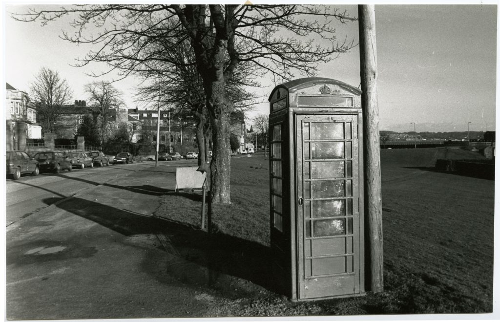 A phone kiosk on Magdalen Green in Dundee in 1990.