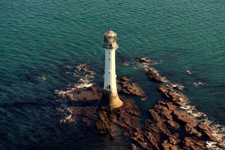 bell rock lighthouse essay By hermione lee alfred a knopf read the review part i 1882-1904 one biography my god, how does one write a biography1 virginia woolf's question haunts her.