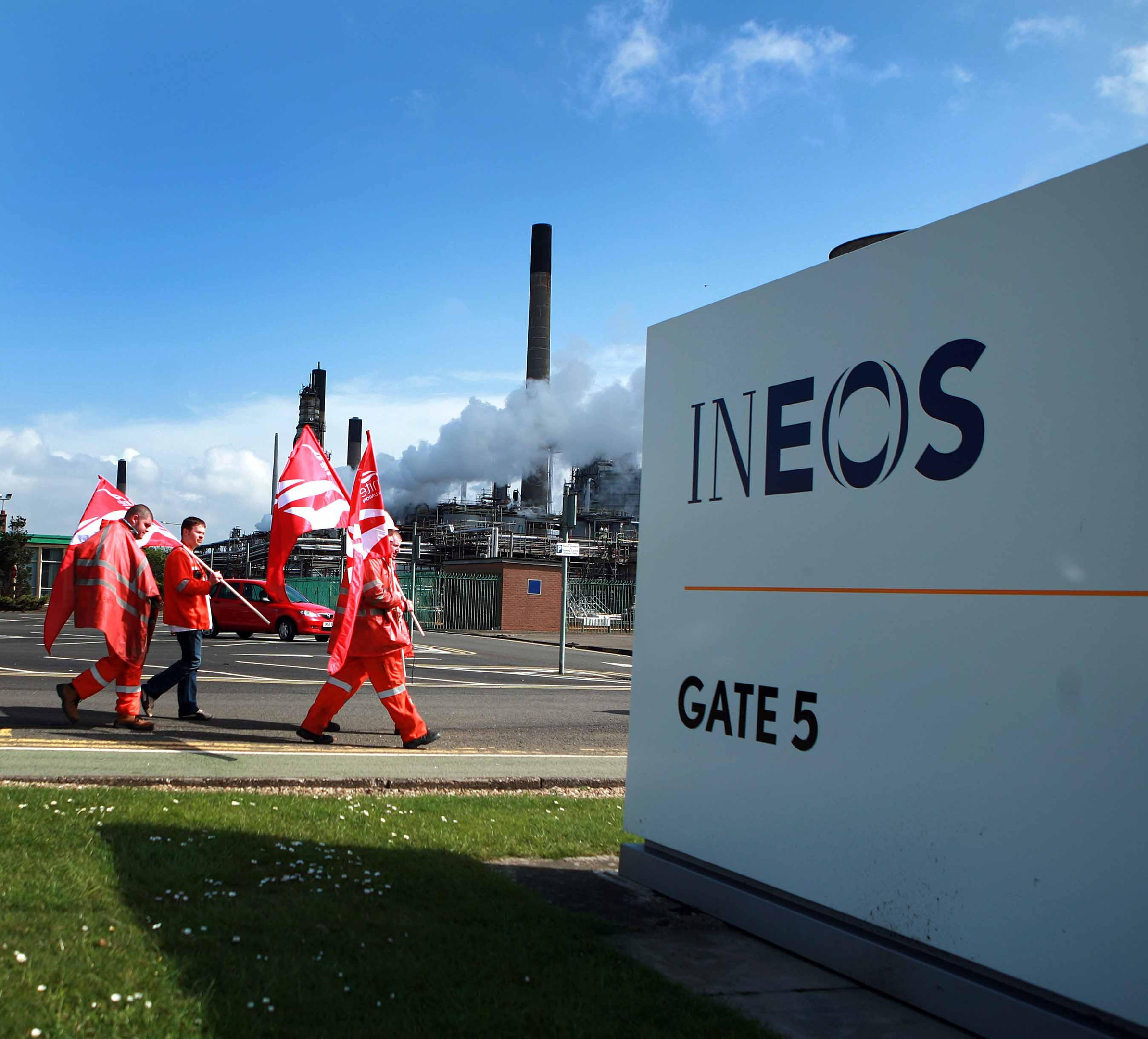 Flag waving Unite supporters outside Ineos Grangemouth during the 2013 dispute