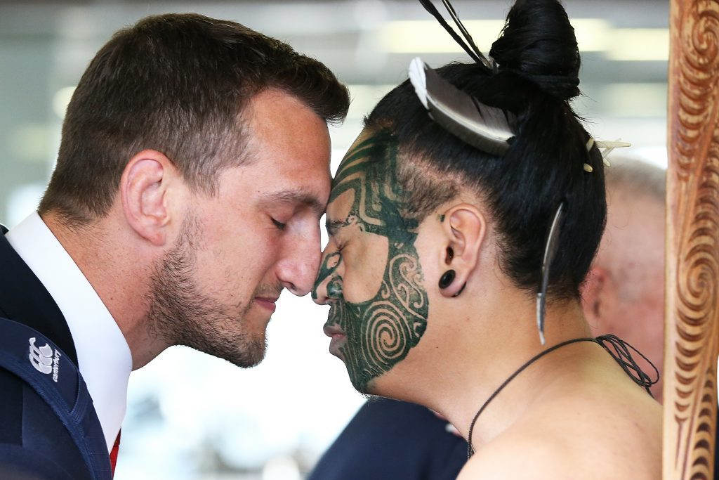 Captain Sam Warburton (L) of the British & Irish Lions receives a hongi in welcome as the tream arrives at Auckland International Airport on May 31, 2017 in Auckland, New Zealand.  (Photo by Fiona Goodall/Getty Images)