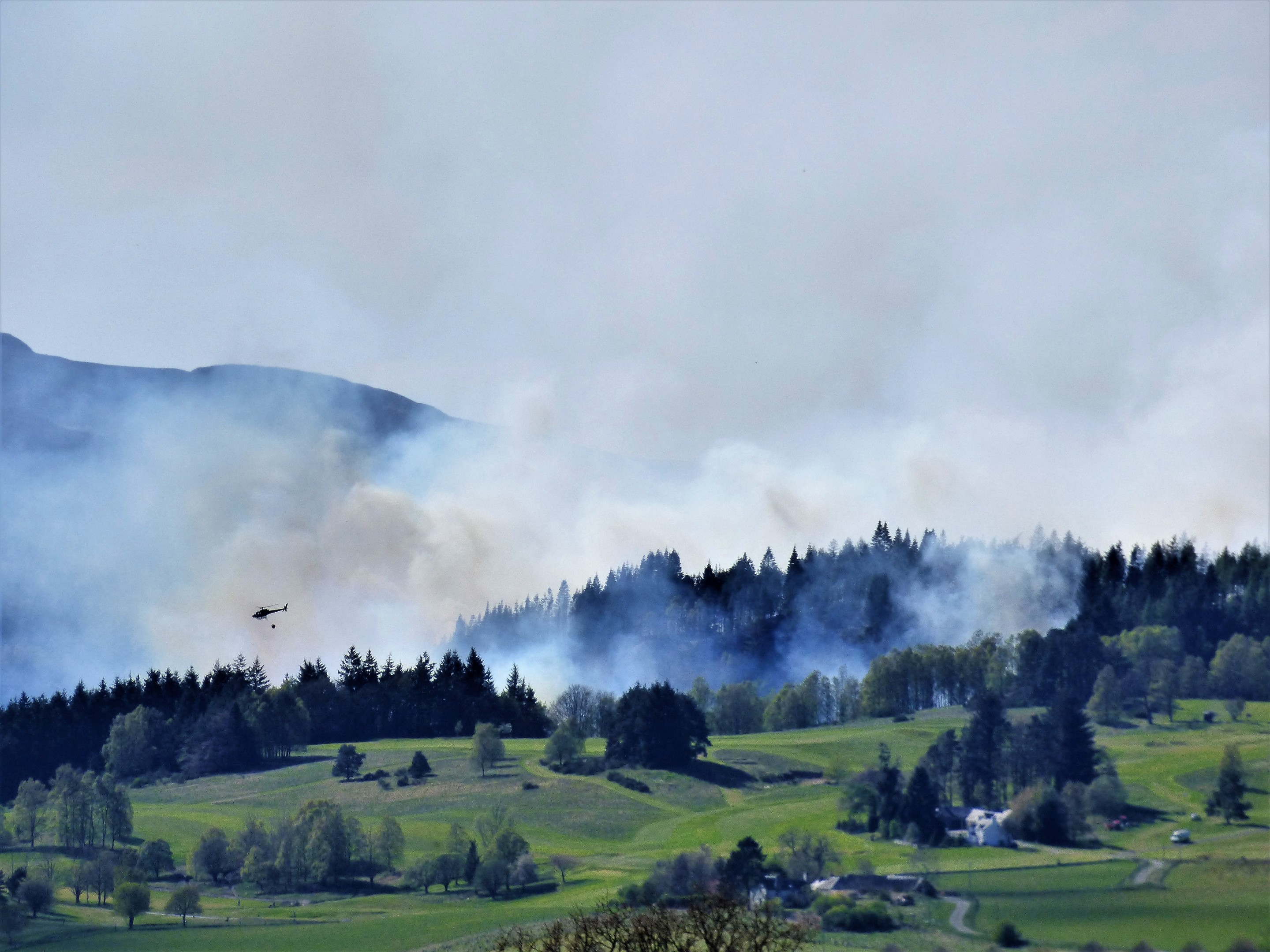 Helicopters battle to dampen the fire. Pictures from Marie and Sandy Reid.