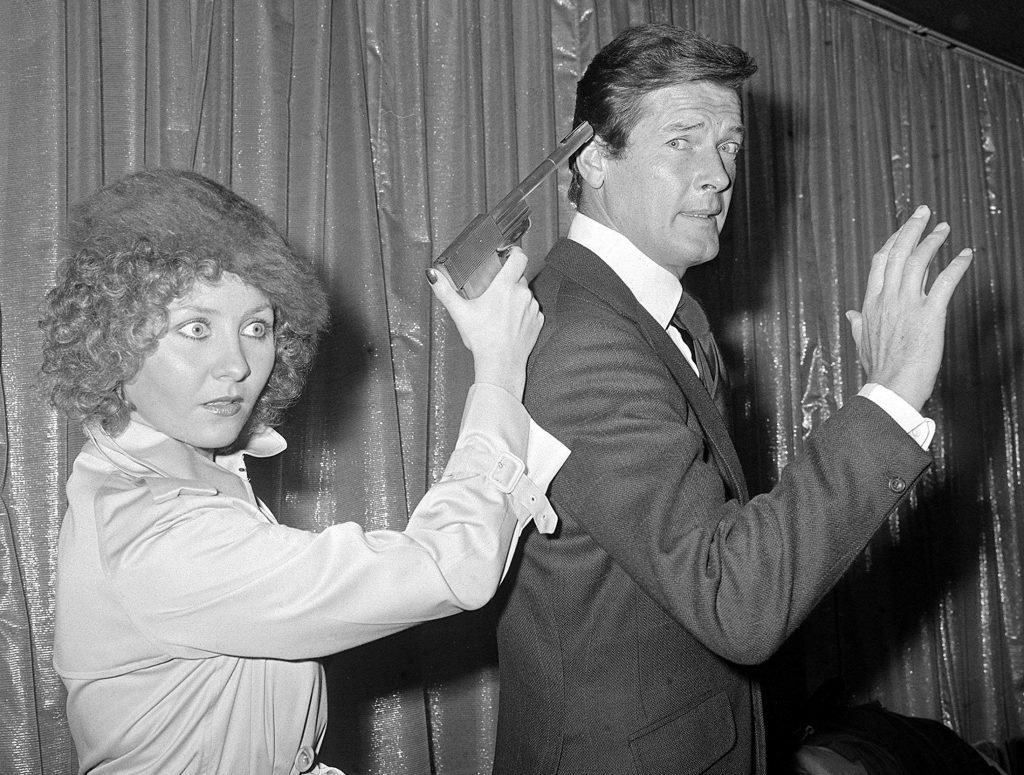 Roger Moore with Scottish singing star Lulu who had been signed to perform the title song for The Man with the Golden Gun.