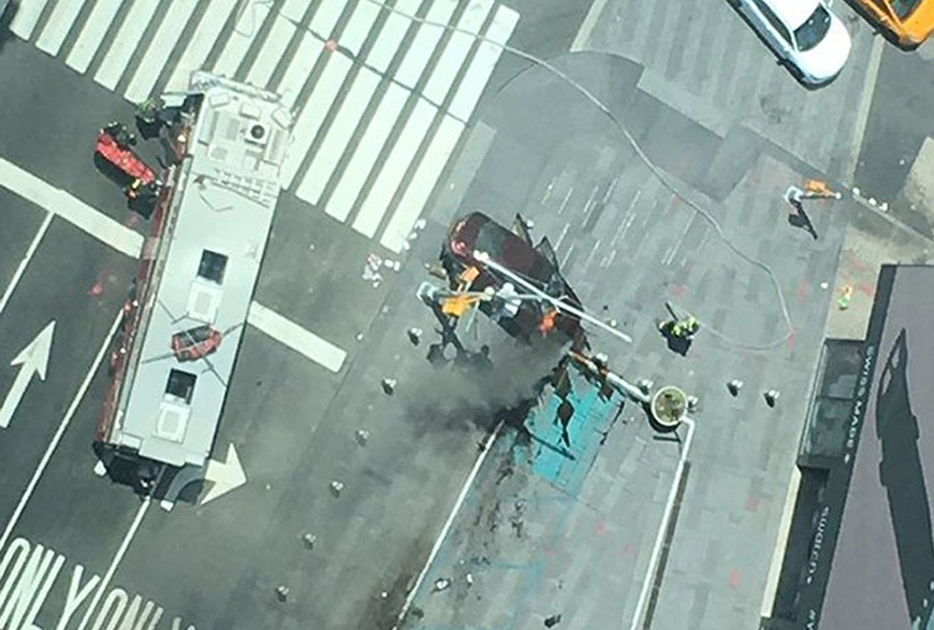 Picture taken with permission from the twitter feed of @chrisreinder of the incident in Times Square, New York, USA.