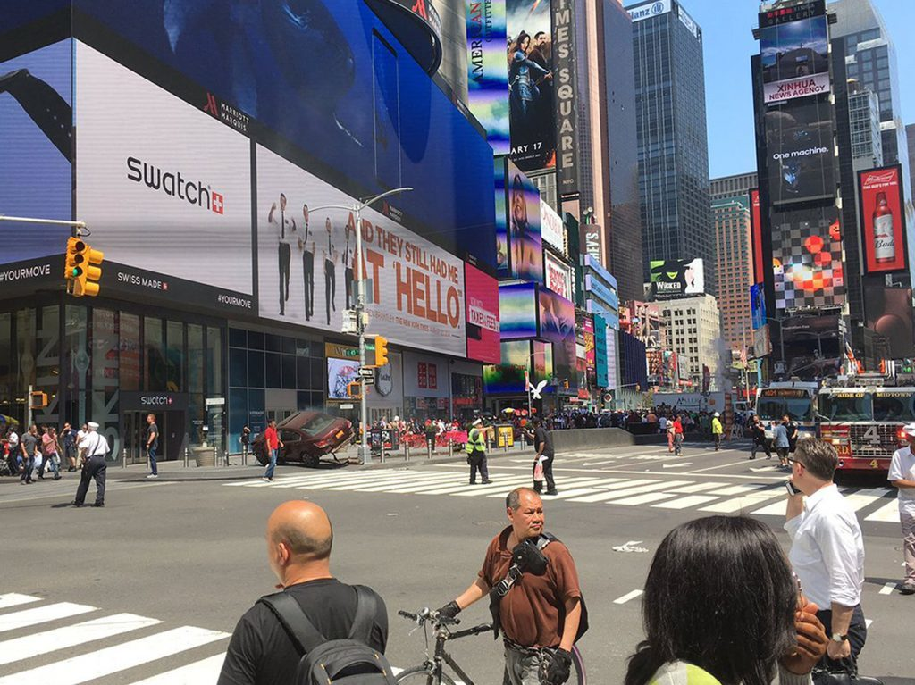 Picture taken with permission from the twitter feed of @Bad_Episode of the incident in Times Square, New York, USA.