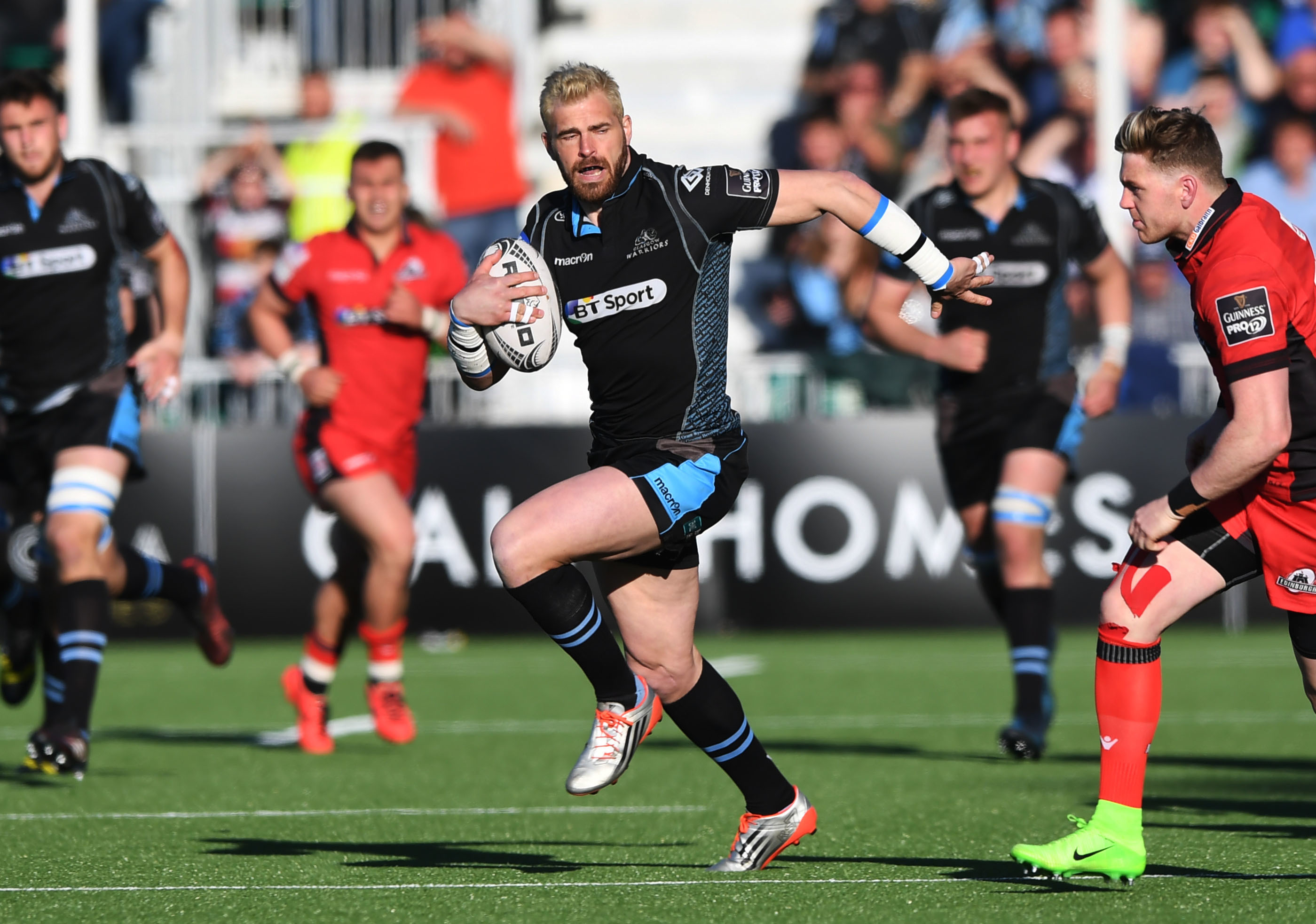 Sean Lamont at full pace in his final game at Scotstoun.