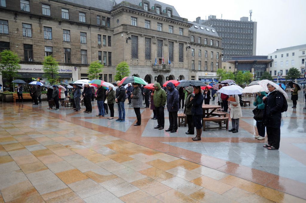 KCes_London_Attack_Minute_Silence_Dundee_060617_08