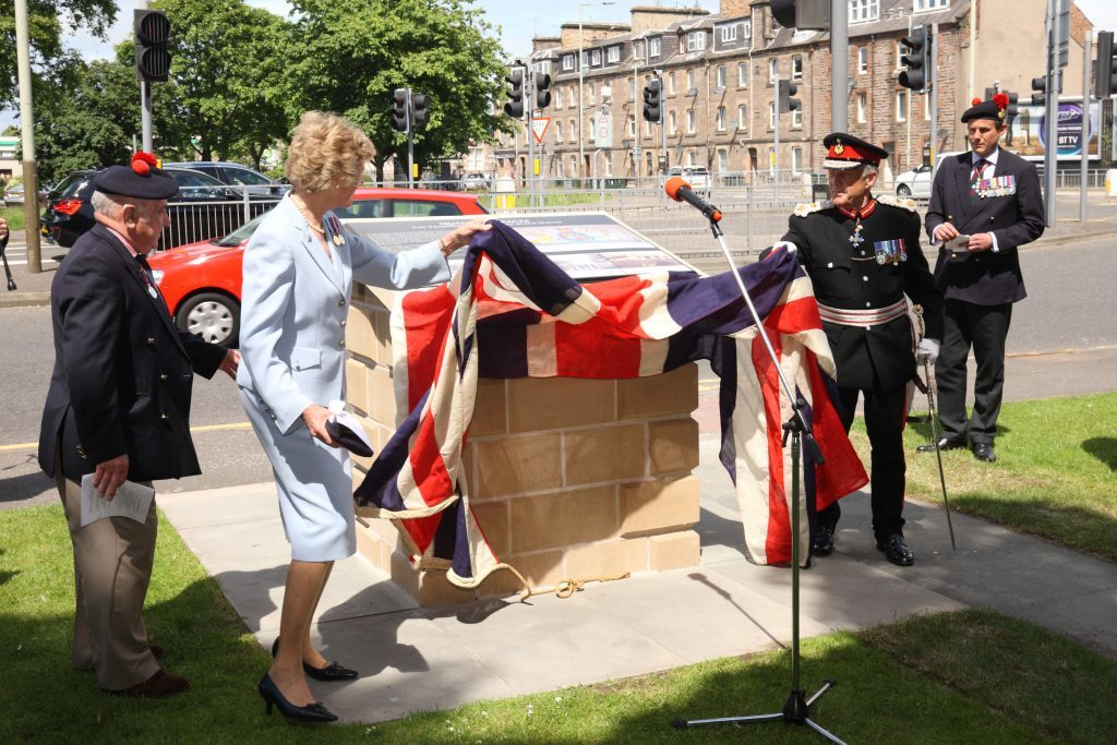 Georgiana Osborne, Lord Lieutenant of Angus , and Brigadier Mel Jamieson, Lord Lieutenant of Perthshire unveil the plaque commemorating the Queen's Barracks.