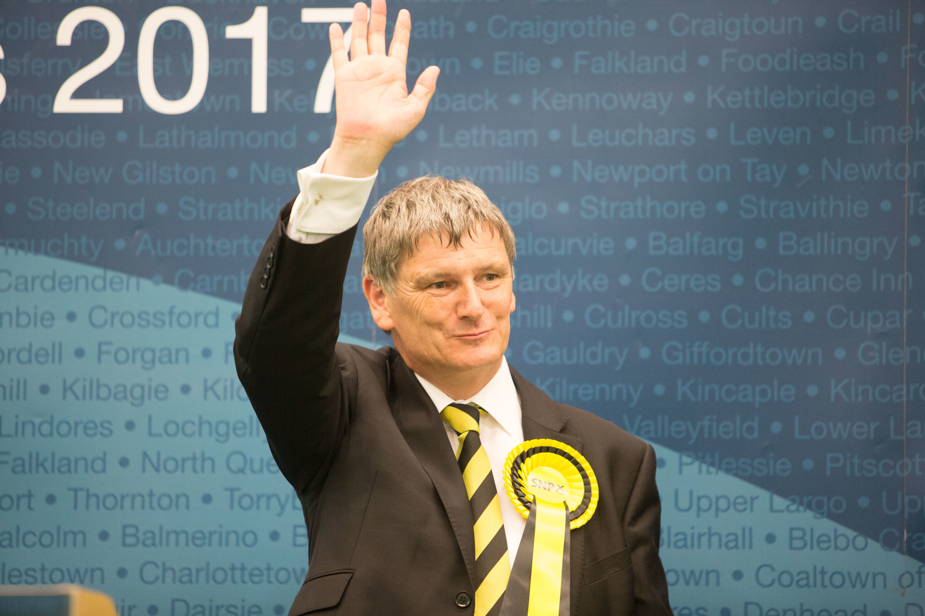 Glenrothes re-elects Peter Grant (SNP).