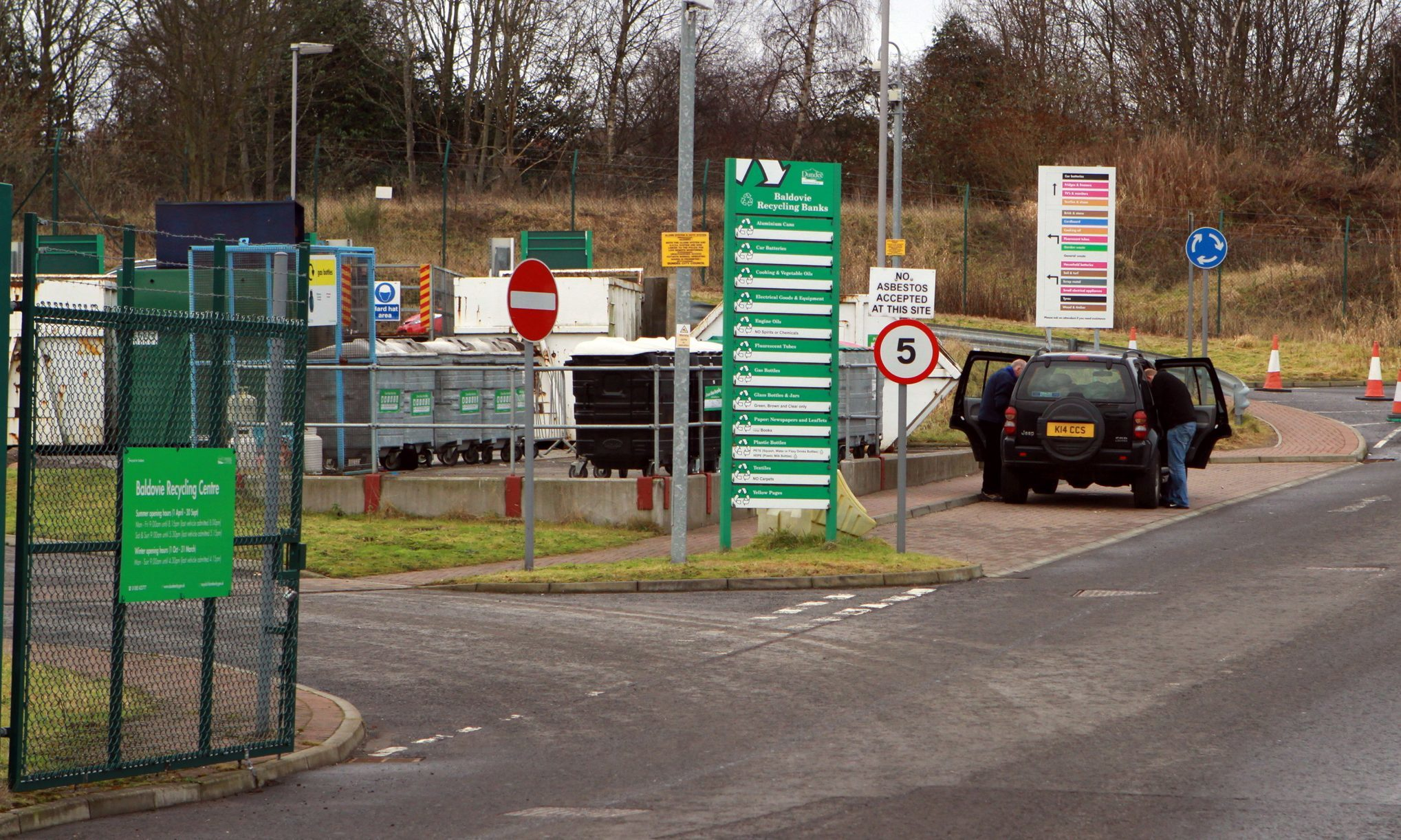 Surveys found an increase in the number of businesses using public recycling centres to avoid trade fees.