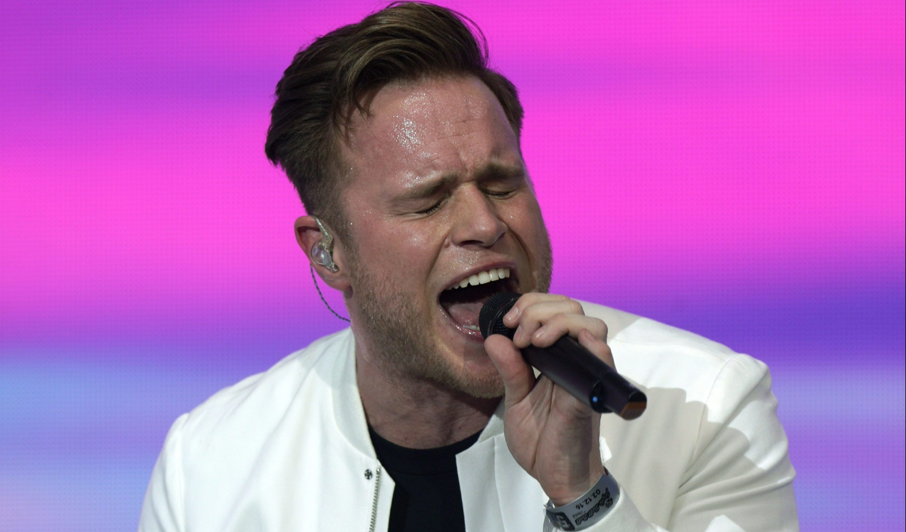Olly Murs in action.