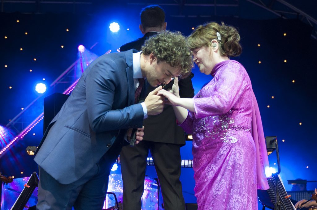 Lee Mead and Susan Boyle on stage together.