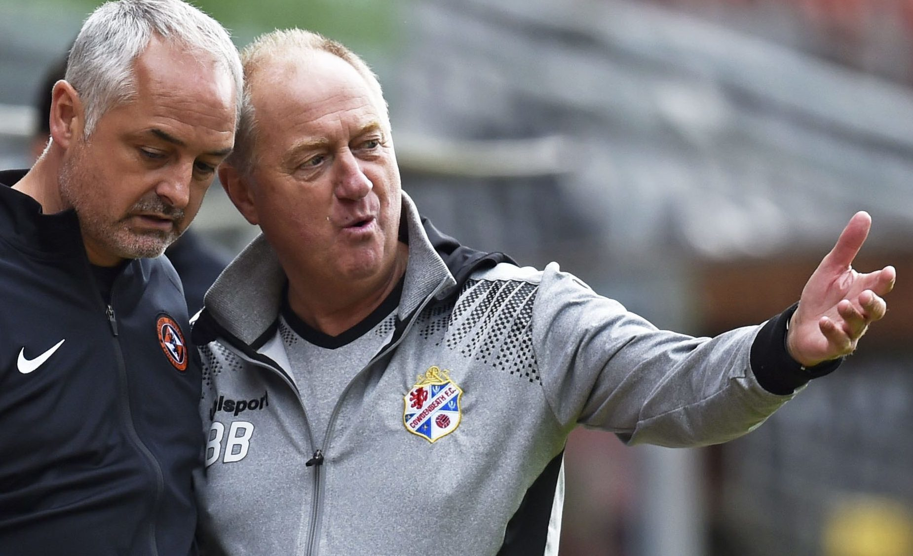 Ray McKinnon with his Cowdenbeath counterpart Billy Brown.