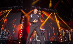 VIDEO: Olly Murs wows fans with incredible Slessor Gardens performance