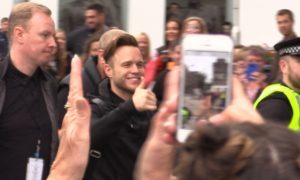 VIDEO: Moment Olly Murs arrived in Dundee to loud welcome from fans