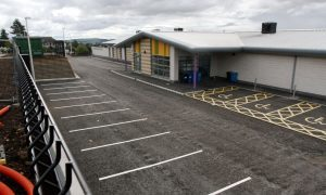 Snagging problems at new school to be ironed out says education chief