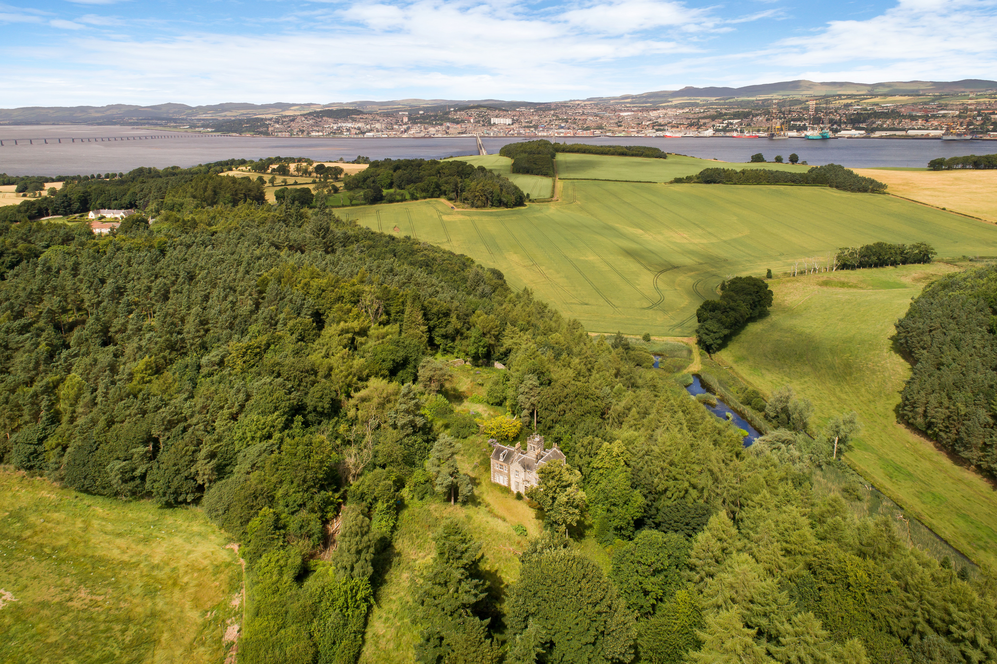 Chesterhill House with a view to the River Tay