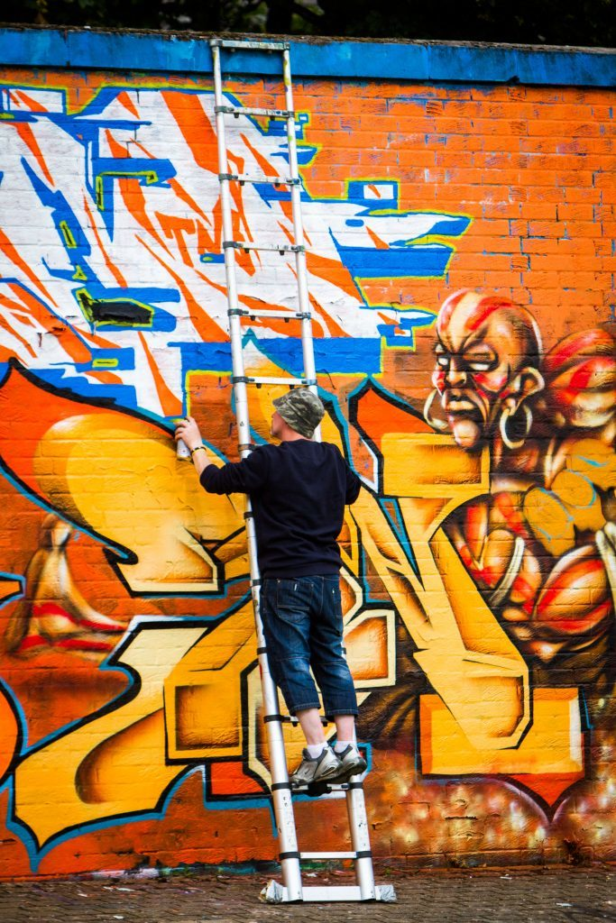 People taking part in the graffiti jam.