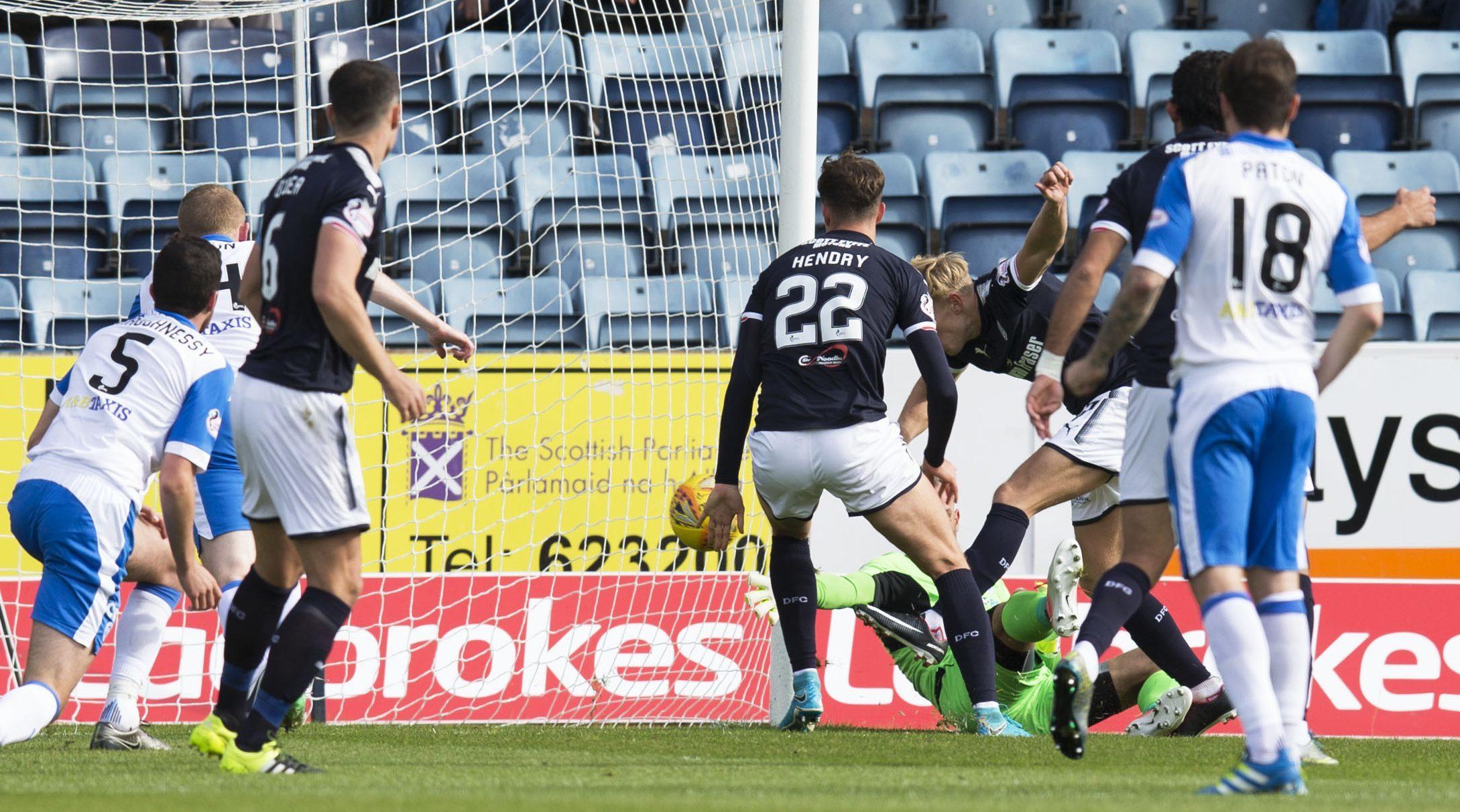 Dundee open the scoring through A-Jay Leitch-Smith.
