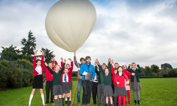 School pupils launch the new tenner 38500 metres high