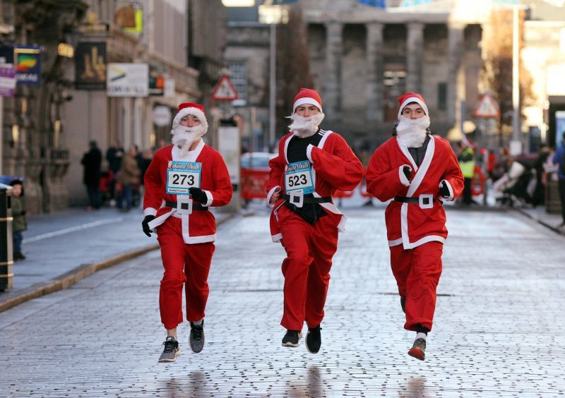 In Photos First Santa Dash Is A Red Letter Day For Dundee The Courier
