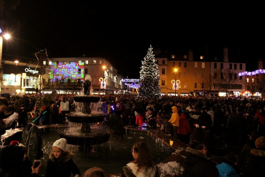 Dundee Christmas light night switch on,