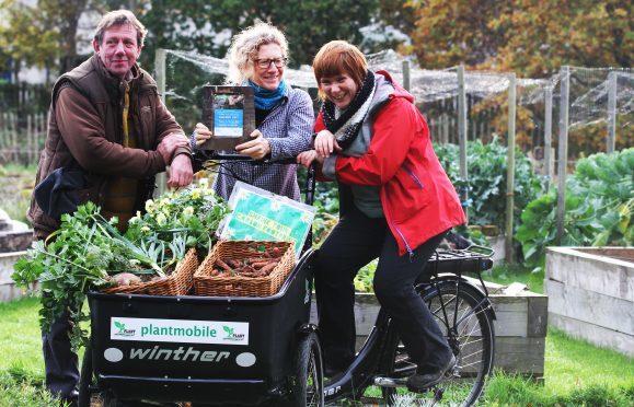 community gardener Peter Christopher, volunteer co-ordinator, Jenny Glen and blog co-ordinator Kaska Hempel,