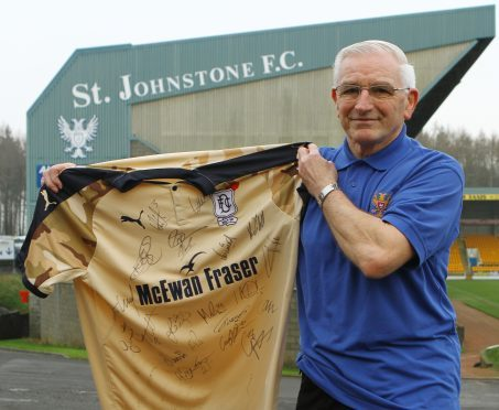 Ian Munro with the Dundee top.