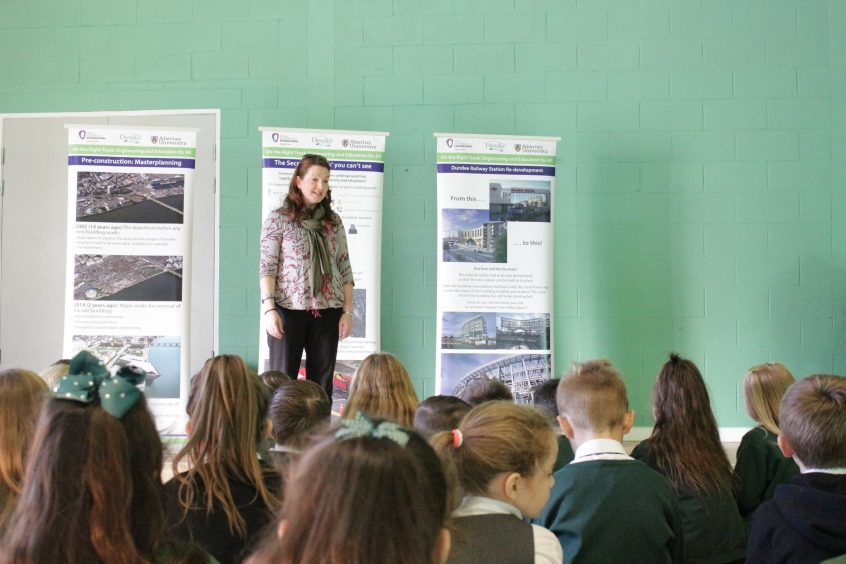 Abertay senior lecturer of environmental science Dr Rebecca Wade explains the project to Craigowl Primary School children during Dundee Science festival.