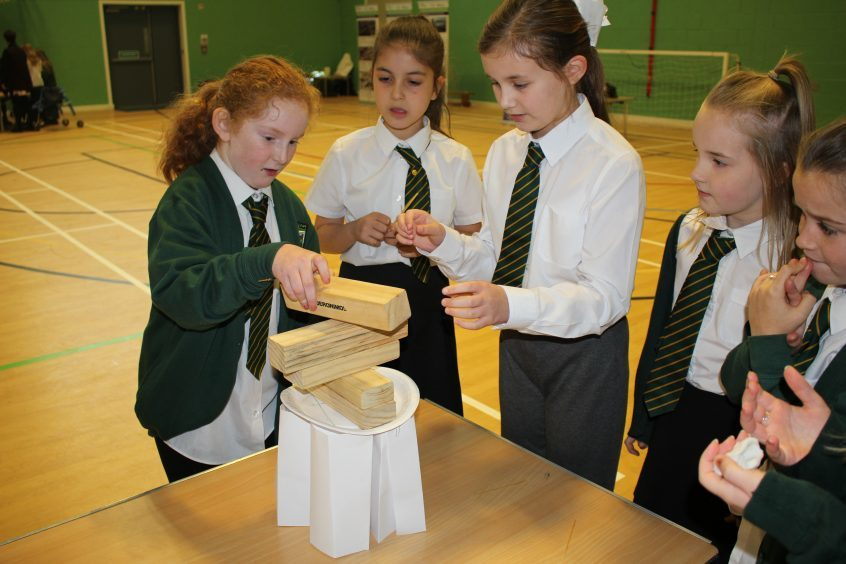 RAE7: Children from Craigowl Primary School taking part in the superstructure project (build a helipad) during Fife Science Festival.