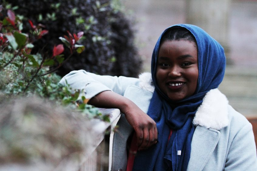 muslim single women in dundee Meet dundee mature women with loveawake 100% free online dating site whatever your age, loveawake can help you meet older ladies from dundee, tayside region, united kingdom just sign up.