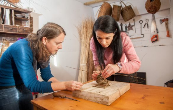 Willow weaver Rachel Bower helps Gayle to make a simple bird feeder.