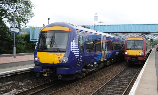 A former Labour minister has warned against nationalising the railway.