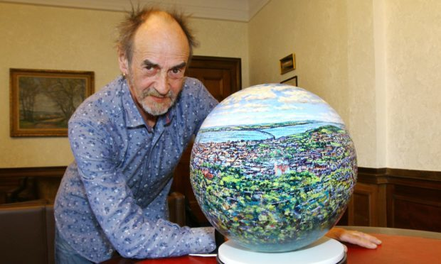 Eddie Lange with The Dundee Sphere.