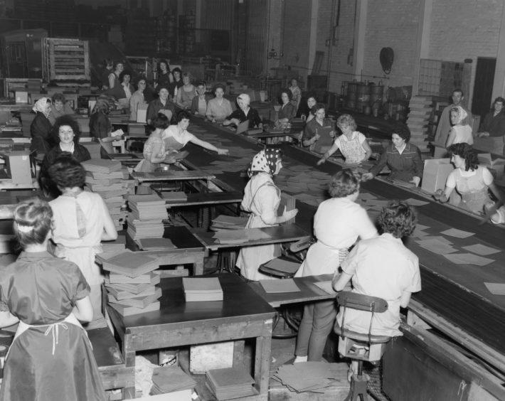 Linoleum being manufactured in Kirkcaldy