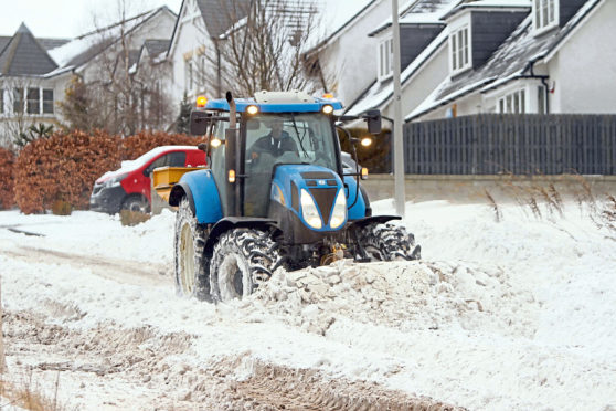 Courier/Tele News. Dundee story. Snow hits Dundee and the rest of UK as the 'Beast from the East' hits bringing snow and cold. Tractors/farmers have been helping clear deep drifts after being drafted in by the council to help with the bad weather. Pic shows; a tractor clearing deep snow drifts on Balmossie Brae this morning allowing vehicles access to houses. Friday, 2nd March, 2018.
