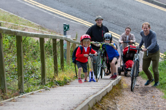 Laurie Finney (6), Freya Finney (9) and Alan Marshall (39) followed by Cllr Jonny Tepp and Nissa Finney (40) attempting a sectrion of the cycle path subject to a feasability study now funding has been approved.