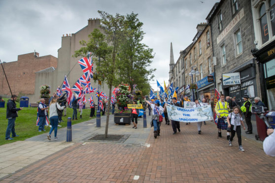 The Forward as One second annual Parade and Rally for Scottish Independence  in Dunfermline heads down the High Street towards Pittincrieff Park past a small gathering of Unionists.