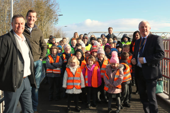 Ruthvenfield Primary School pupils and Perth councillors at the bridge opening.