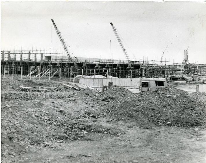 Work on the Michelin Plant, Baldovie, on 30/04/1971.