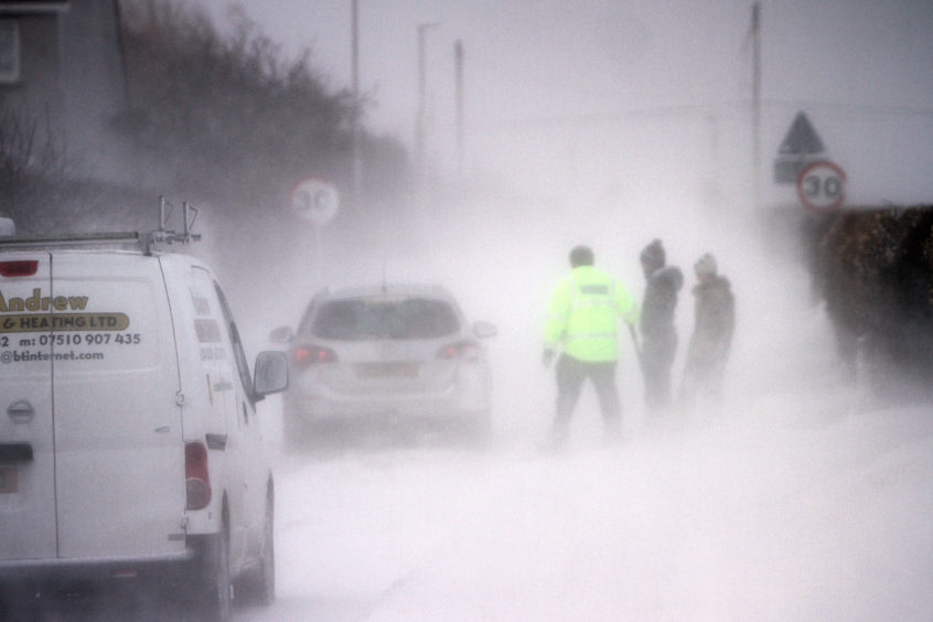 Good samaritans helped dig drivers out of snow drifts on the Panbride road in Carnoustie. Kris Miller/DCT Media