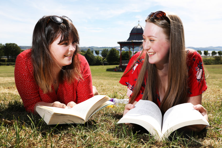 Natalie McGhee and Kate Scarborough enjoyed the hot weather down at Dundee's Magdalen Green. Mhairi Edwards/DCT Media