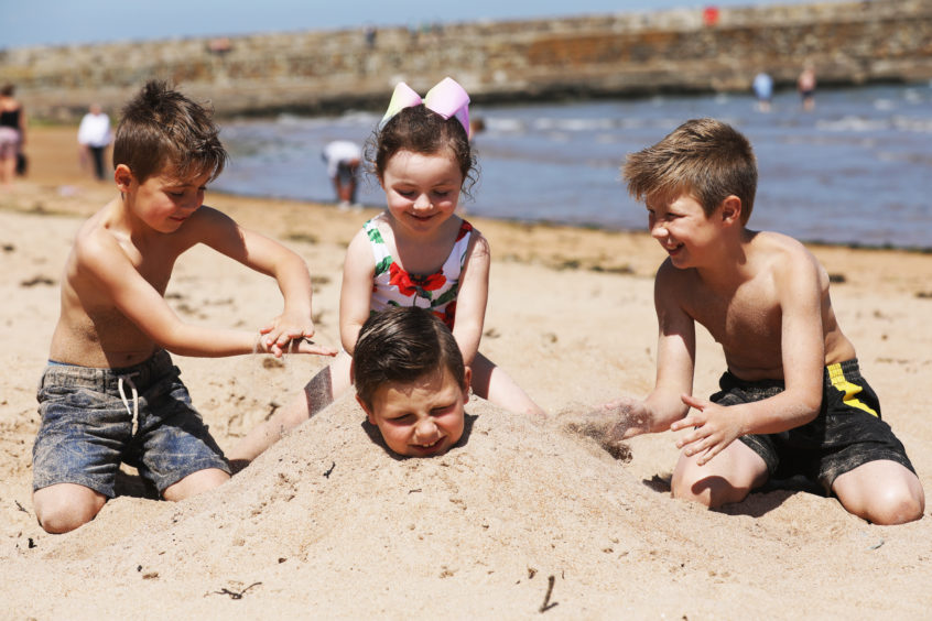 Cousins enjoying the weather on the East Sands, St Andrews. Mhairi Edwards/DCT Media