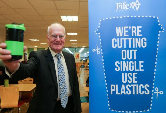 Councillor Ross Vettraino leads the plastic-free way