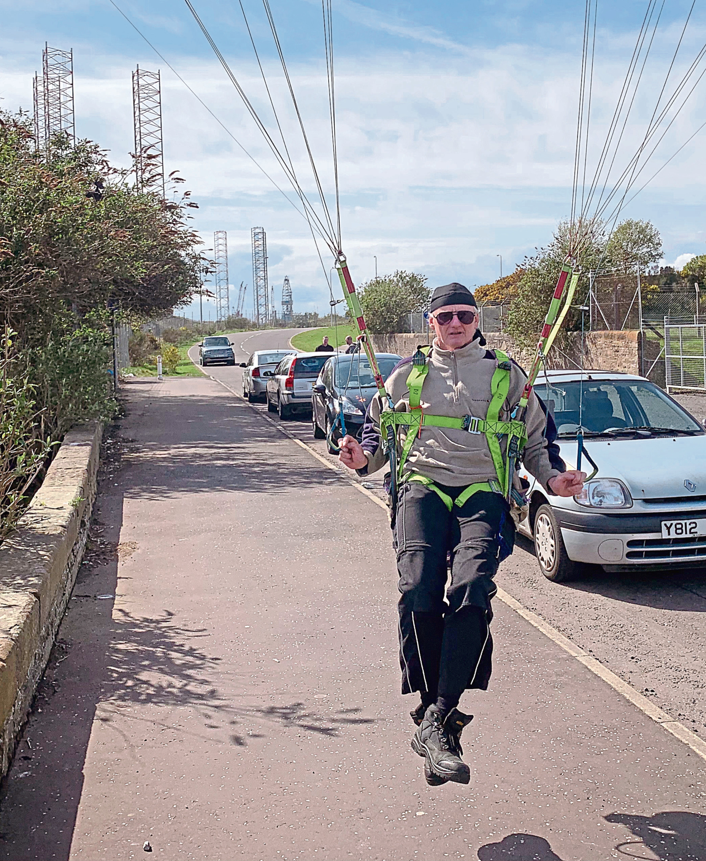 Veteran paraglider stuns onlookers by flying out over Tay